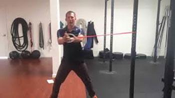 تمرین-با-کش-بدنسازی-کل-بدن-راه-رفتن-خلاف-جهت-کش
