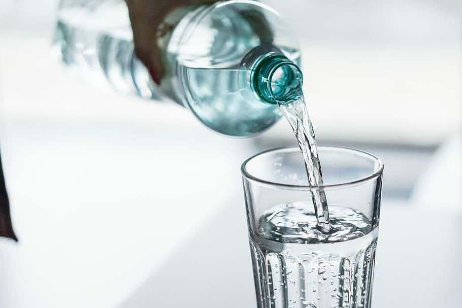 نوشیدن-آب-کافی