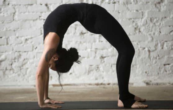 آموزش حرکات کششی یوگا